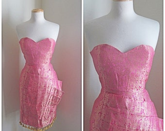 When It Sizzles Vintage 60s Mad Men Dress // 1960s Salmon Pink Batik Brocade Strapless Dress