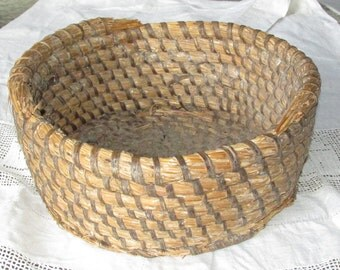 Vintage Antique Rye Straw Basket Coiled Large Primitive Great Display Piece Shabby