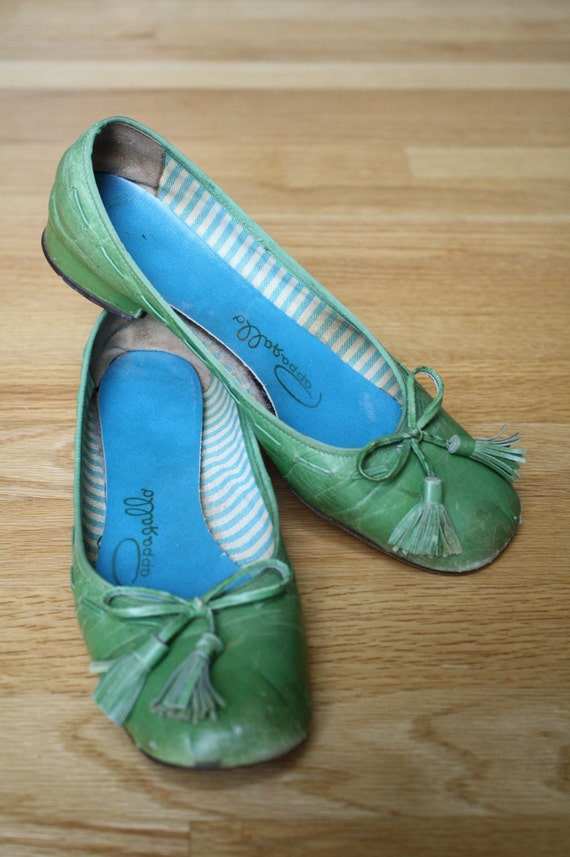 1960s Vintage Pappagallo Green Shoes Size 6.5 Bow with Tassles Blue