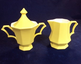 Creamer and Sugar Bowl with Lid made by Independence China co