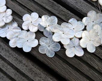Black Mother of Pearl / MOP 22-25mm handmade flower beads (ETB00358)