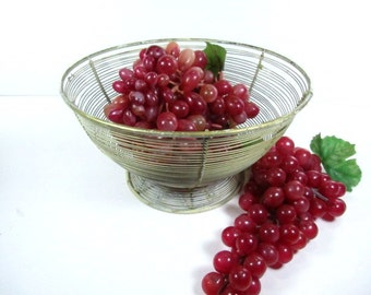 Metal basket, farmhouse kitchen,Shabby chic ,Vintage wire bowl, fruit bowl,wire basket, metal bowl,serving bowl, storage,home decor,