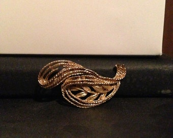 30% DISCOUNT SALE Vintage Gold-tone Roma Pin