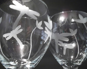 Etched dragonfly wine glasses with flowers.  Set of 2. Wedding gift, dragonfly gift.