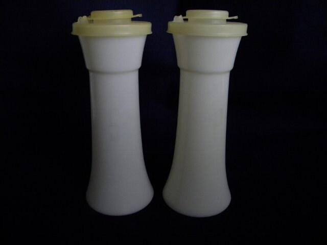 Vintage tupperware salt and pepper shakers white for Vintage tupperware salt and pepper shakers