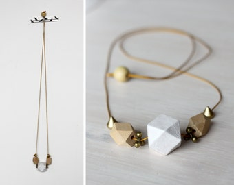 Add some folklore to that geommetry! Tribal necklace in natural wood, white and gold / wooden necklace / geo necklace