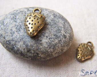 9 pcs of Antique Bronze Strawberry Pendants Charms 10x17mm A5718