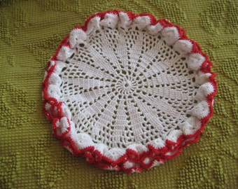 White crochet doily with red trim, ruffled edge doily, 3D doily, country cottage doily, farmhouse doily, 8 inch doily