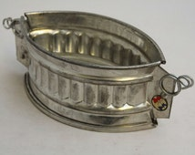 Vintage Game Pie Mould - Oval Pate Terrine - 6-1/4 inches