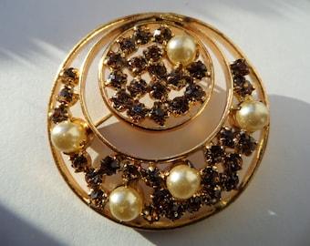 Vintage Circle Pins,Natural Pearls Brooch,Handmade Natural Pearls Brooch,Goldtone Circle Brooch,Rhinestone Circle Pin