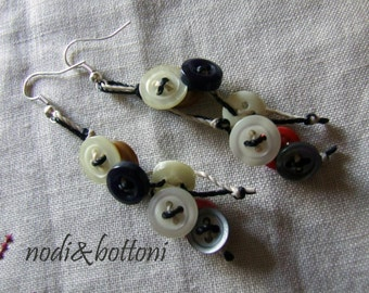 Pendant earrings with little buttons