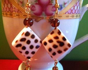 Diamond shaped shell dangle earrings