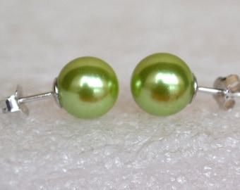 green pearl earrings,glass pearl stud  earrings,Wedding earrings,green  Glass Pearl earrings,bridesmaid earrings,Maid of honor jewelry