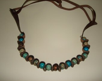 Leather and turquoise beads necklace