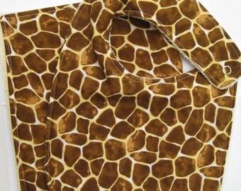 Bib & Burp Cloth Set (0-12 months). Giraffe Print. Cotton Fabric. Snap Side Closure. Baby Gift Set.
