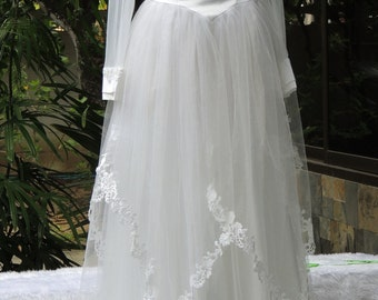 Vintage White With Feathers Wedding Gown, Bridesmaid, Celebrity Style, Up-cycled Beauty, Well Preserved, M-L (F6)