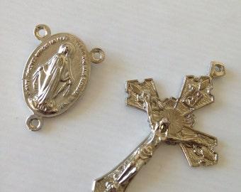 Rosary crucifix and center piece vintage silver finish/ Cruz para Rosario