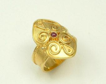 Gold 18k Byzantine Ring with Ruby (Χρυσό 18k Βυζαντινό Δαχτυλίδι με Ρουμπίνι)