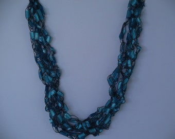 Teal Ladder Trellis Yarn Necklace