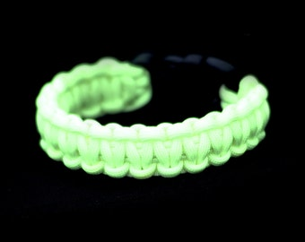 Glow in the Dark Paracord Wristband (Survival Wristband)