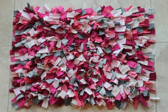 shag t shirt rug pink and grey. Black Bedroom Furniture Sets. Home Design Ideas