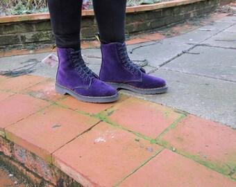 Dr Marten 8 Eylet Velvet boots