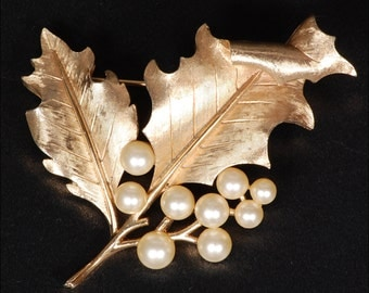 Vintage Trifari Leaf Brooch
