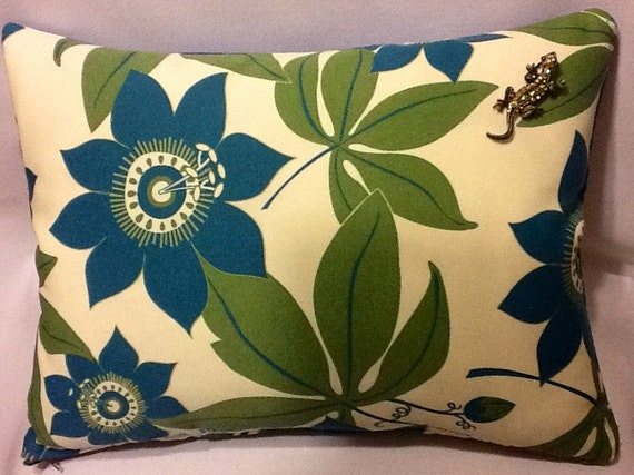 Items similar to Indoor/ Outdoor Decorative Pillows on Etsy