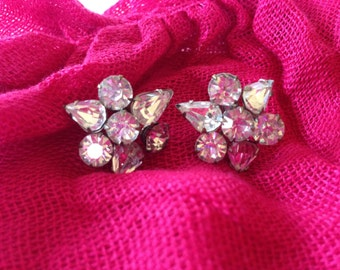 CLEARANCE! - Treasury item - Vintage Screwback Clear Rhinestone Earrings