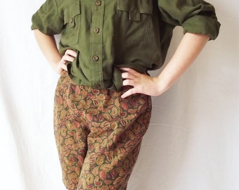 Vintage Womens Shorts - Bermuda High Waisted - Paisley - Olive Green - Side Zip - 26 Inch - 1960s