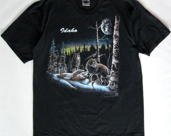 Idaho wolf tee, black with wolves in the forest under a full moon print, extra large (2 XL)