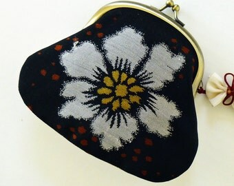 Japanese Vintage Kimono - Large White Chrysanthemum - Frame Kisslock Closure Coin Purse