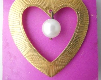 HEART BROOCH GROOVED lines- outline, heart shape, with hanging pearl pendant