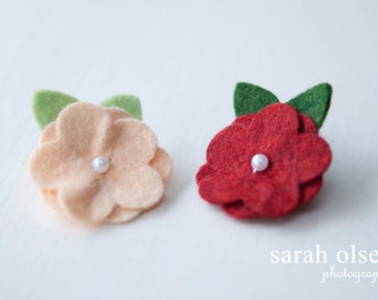 Mini Felt Flower Pearl Hair Clip - Peach and Barnyard Red