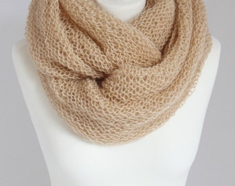 cowl in beige, sand