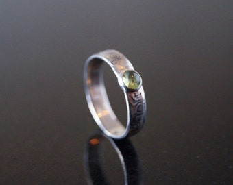 Solitaire peridot cabochon ring in silver size 10.5