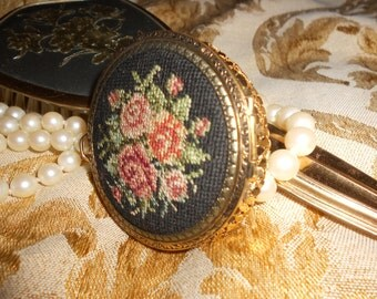 Evans Compact Black Needlepoint Rose Tapestry & Gold Mesh NOS Vintage Unused  Evan's Beauty