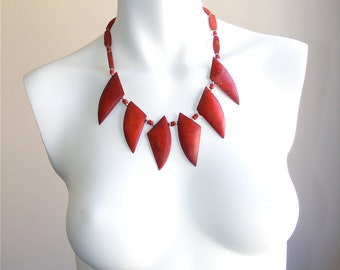 Vintage coral red fan necklace with silver and resin beads 1960s. Statement necklace. Unworn vintage jewelry. New old stock.