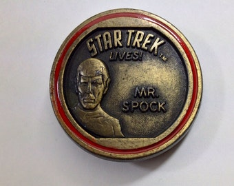 Vintage 1970s Star Trek Lives belt buckle Lee Belts 1976 Paramount Pictures Mr Spock Trekkie round Leonard Nimoy