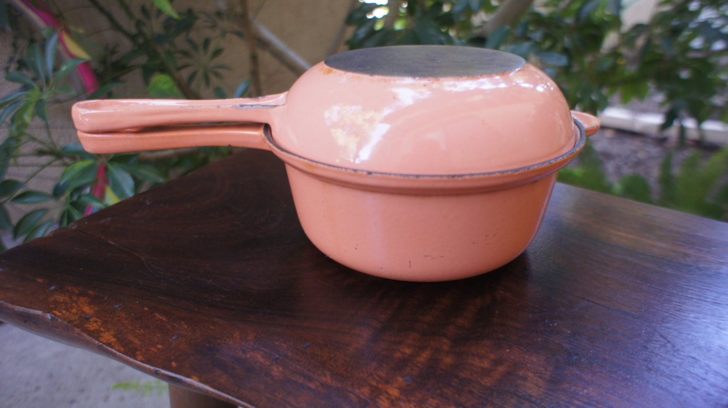 peach pink le creuset set sauce pan frying pan or skillet. Black Bedroom Furniture Sets. Home Design Ideas