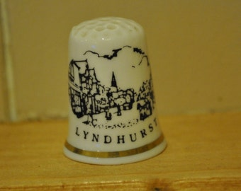 Vintage Lyndhurst Willerby - Town - China thimble - souvenir