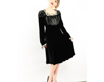 Vintage Anna Sui dress / Black velvet fit and flare Victorian style goth faux ermine trim S