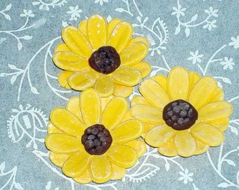Gum Paste Daisies / Blackeyed Susans for Cupcakes, Cake pops, Wedding Cakes