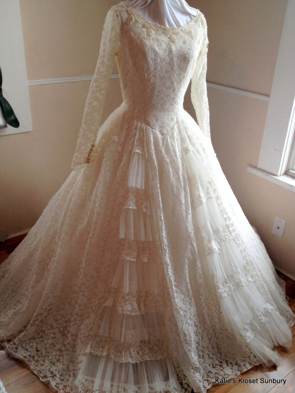 Sale 1950 39 s chantilly lace wedding dress with hoop for Chantilly lace wedding dress
