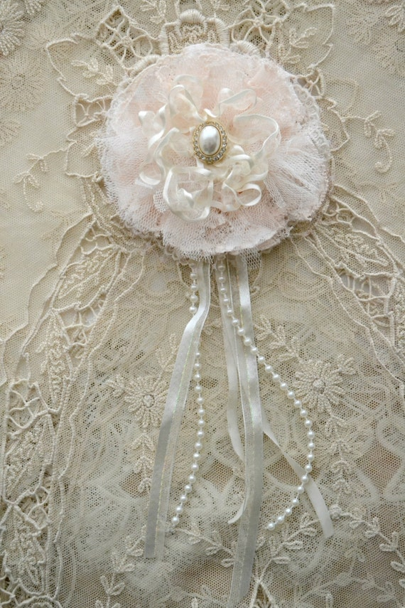 Pale peach and Ivory Gillyflower - Handmade Lace Brooch