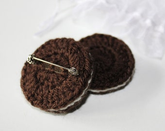 "Crochet Brooch ""Oreo"" Style Biscuit - Normal and Mint. Wearable Fiber Art. 1 item only. Collectible geekery, NOT a toy. FREE SHIPPING!"