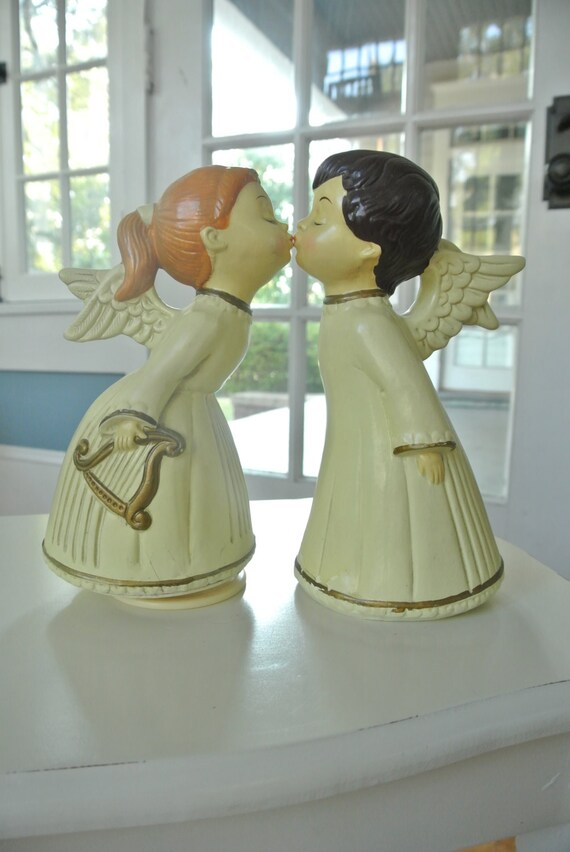 Vintage Angels Kissing Musical Music Box Figurines Set