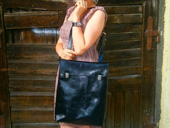 "15""Macbook Pro Laptop Bag, Messenger Bag, Vertical Macbook Bag, Handmade Black Leather Bag, Custom Bag, Student's bag,"