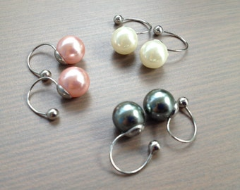 U clip Pearl Earrings (white / pink / gray); CLIPS U earrings with pearls (white / pink / grey)