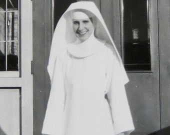 Beautiful 1940's Nun In White Habit Snapshot Photo - Free Shipping